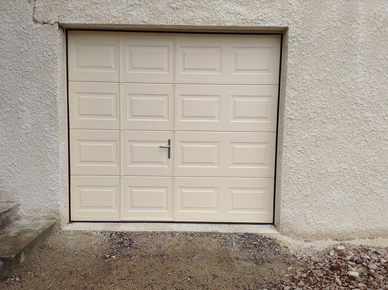 Réalisation d'une porte de garage manuelle BPSC Océane