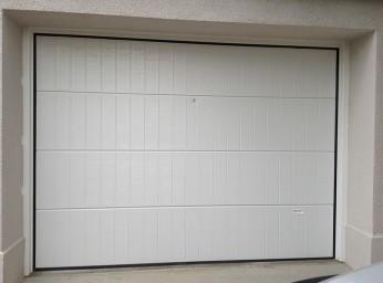 Réalisation d'une porte de garage manuelle PVC BPSC Océane