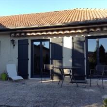 Porte fenêtre et volets assortis design réalisés par BPSC Océane