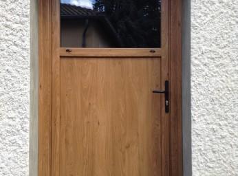 Porte de service sur-mesure Porte fenêtre et volets assortis design réalisée par BPSC Océane