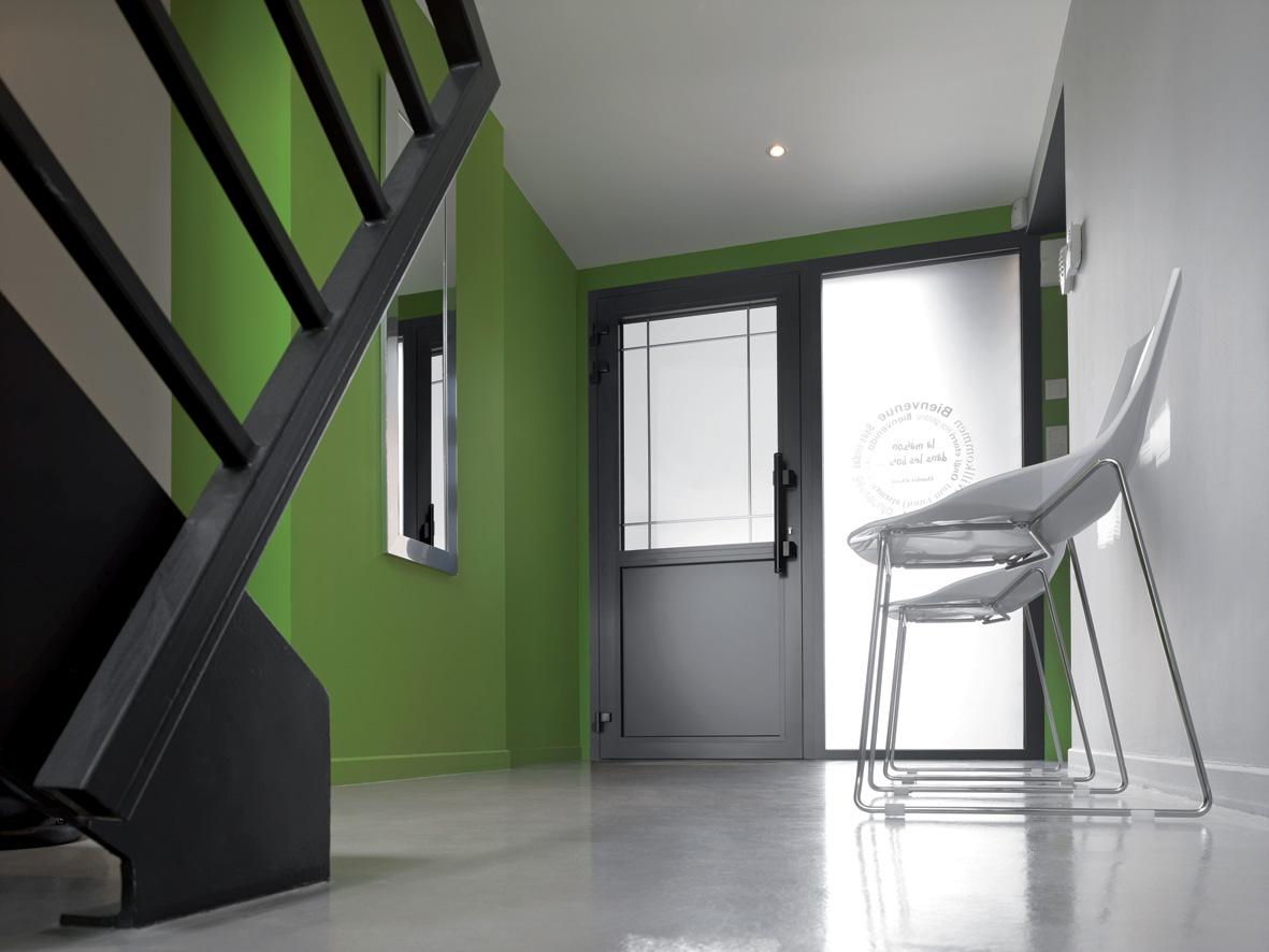 fenetre design aluminium noir beautiful menuiserie md aluminium with fenetre design aluminium. Black Bedroom Furniture Sets. Home Design Ideas