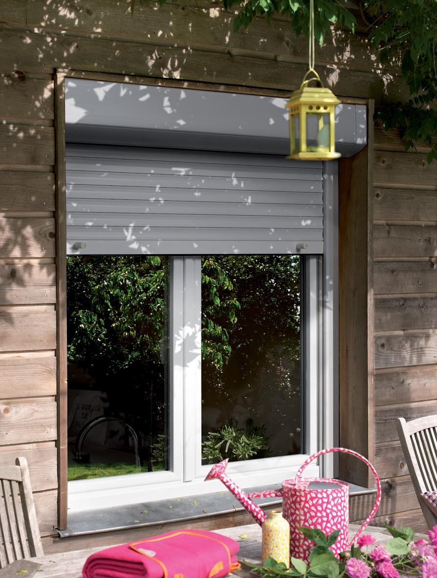 Store exterieure volet roulant sur porte-fenêtre par BPSC Océane