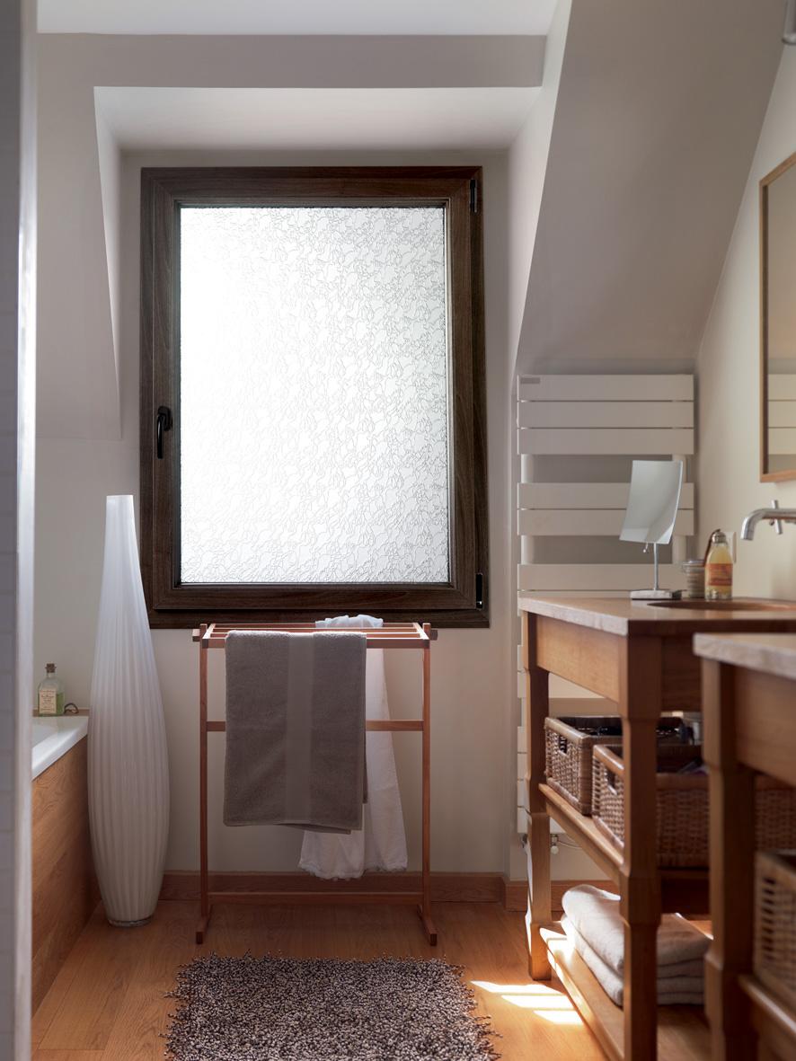 Fenetre Salle De Bain réalisation fenêtre opaque en pvc couleur bois pour salle de
